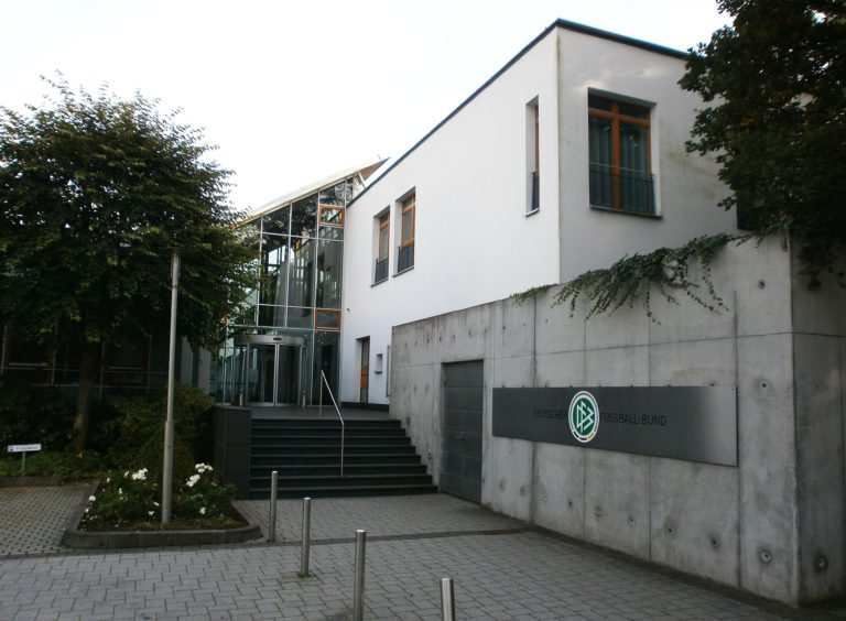 Otto Fleck-Schneise, Frankfurt