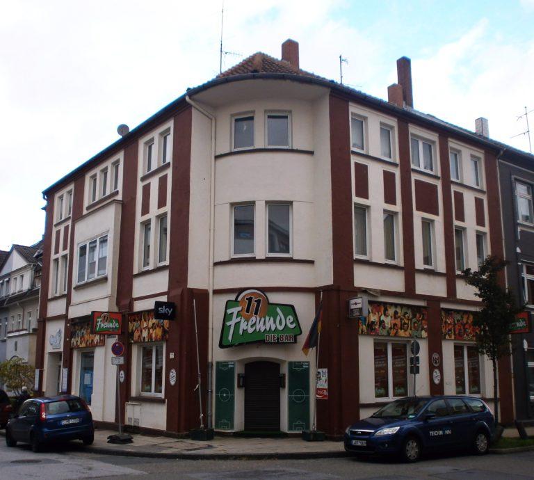 Die 11 Freunde-Bar von der anderen Straßenseite