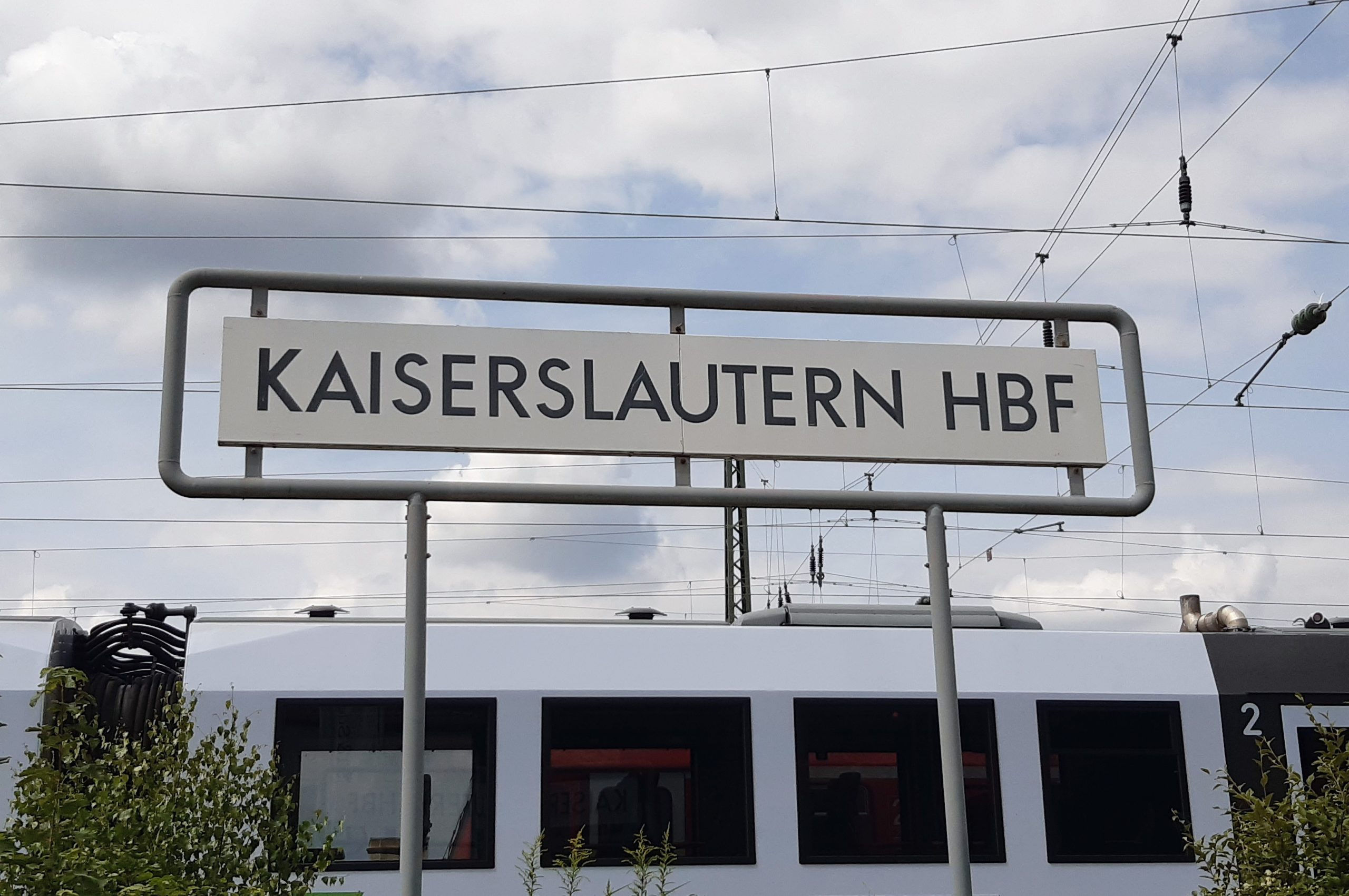 Ankunft: Die Wanderroute auf den Betze beginnt am Hauptbahnhof Kaiserslautern