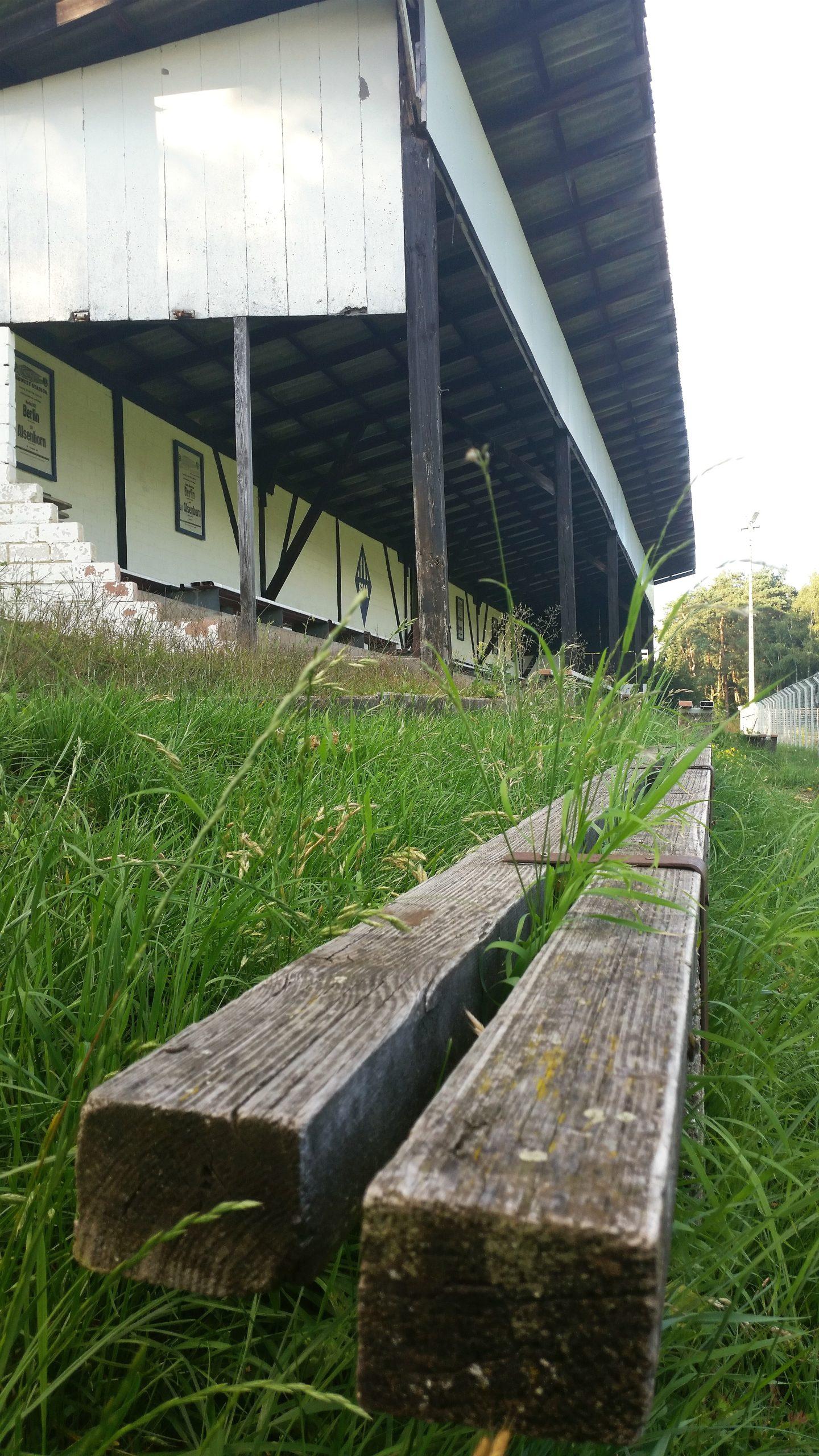 Die alte Holztribüne in Enkenbach-Alsenborn