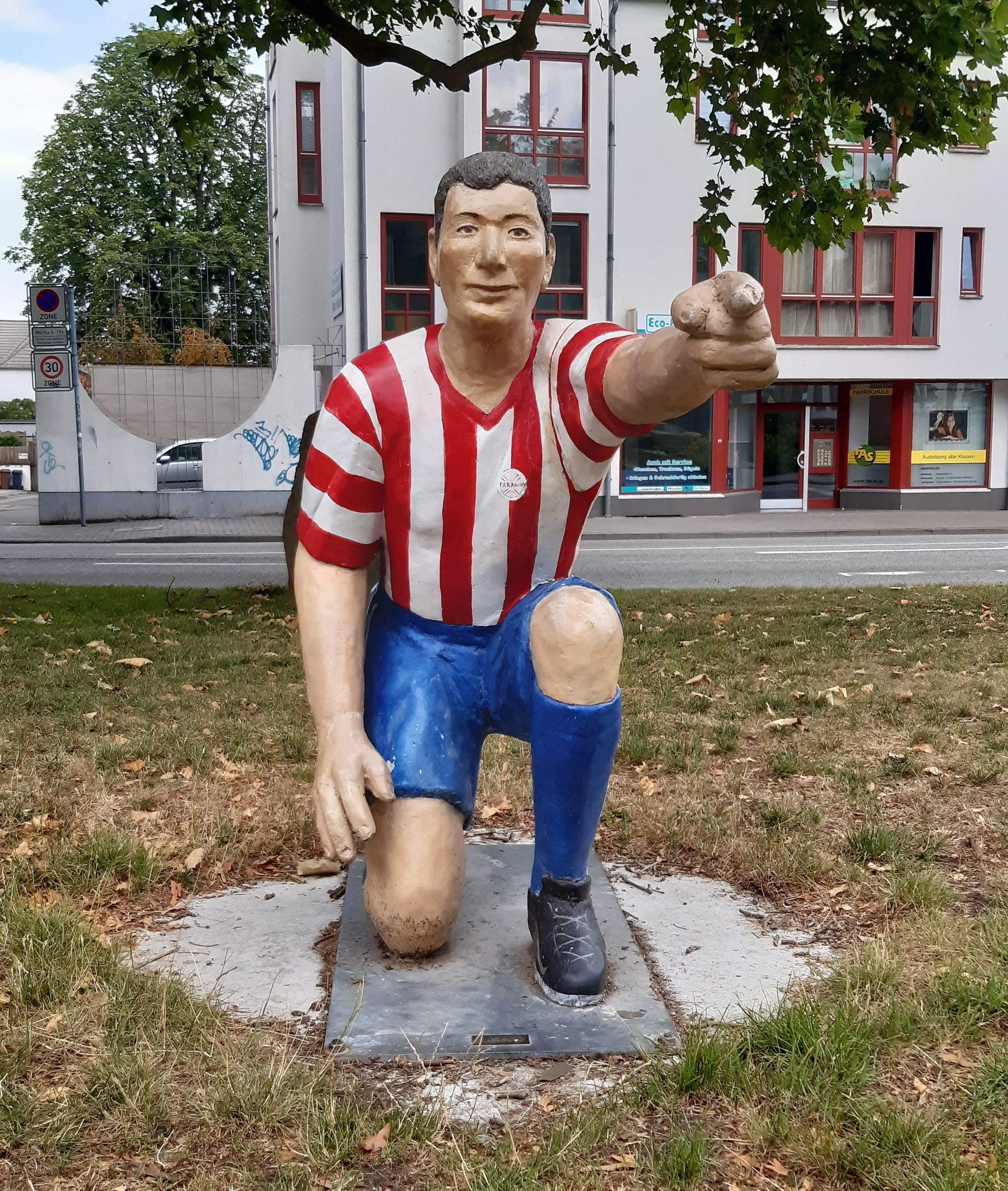 """Das Denkmal """"Fußball ohne Grenzen"""" wurde zur WM 2006 errichtet"""