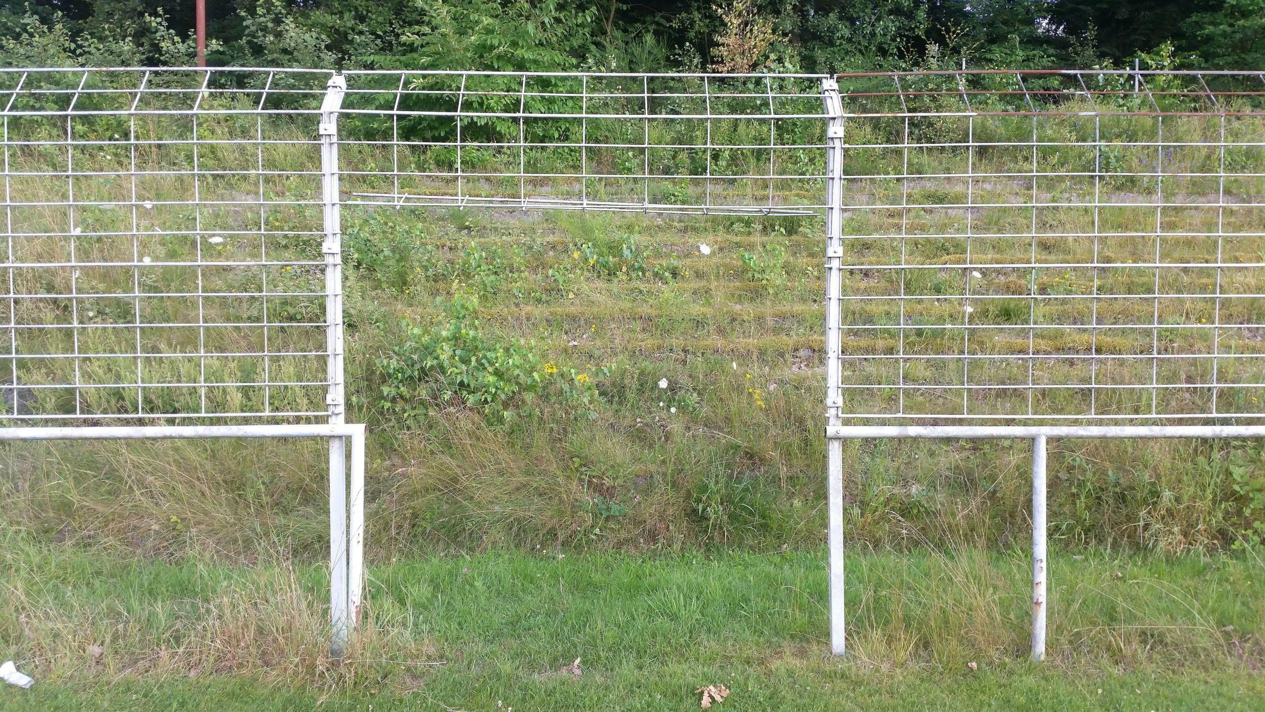 Der Zaun und die Stehstufen sind auch verschwunden