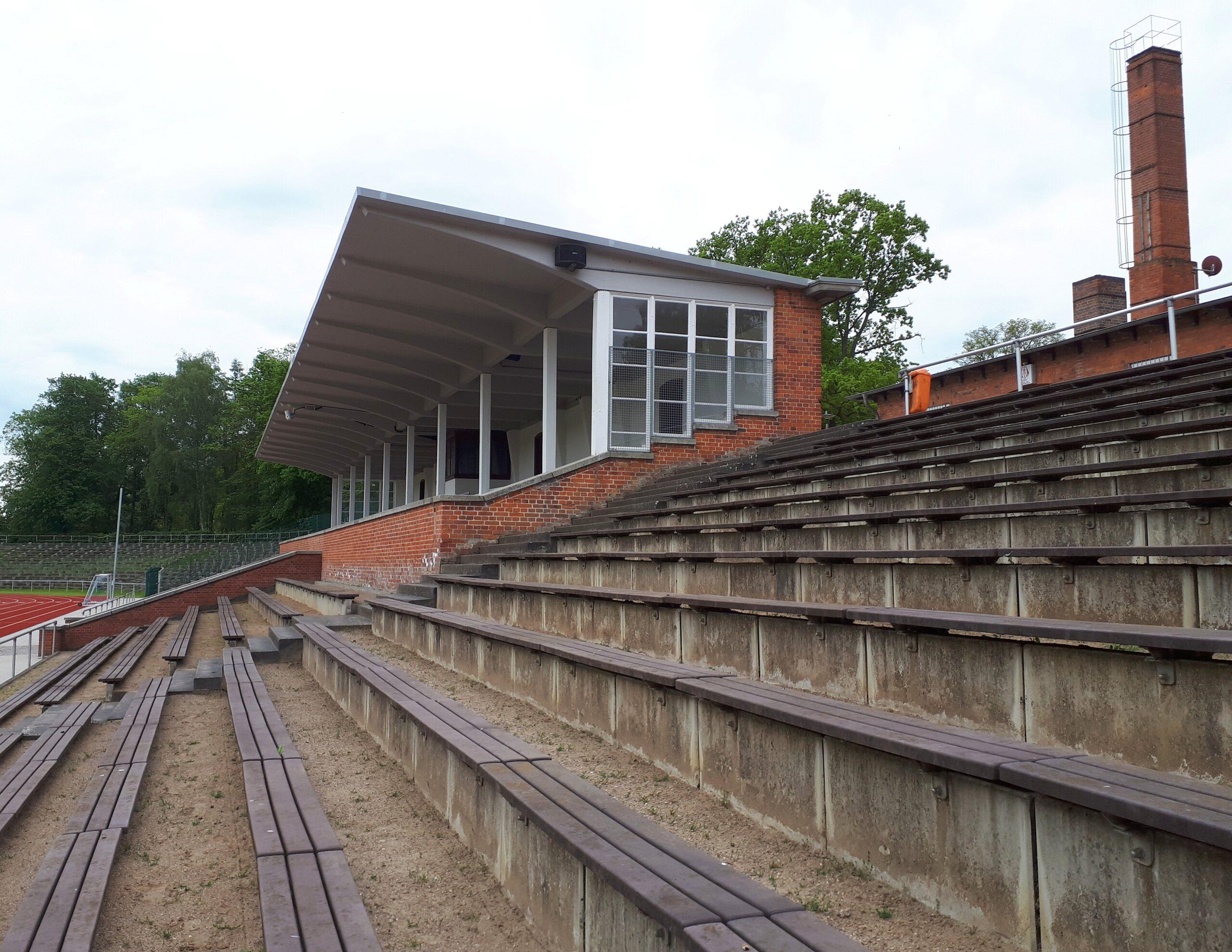 Die Haupttribüne im Kurt-Bürger-Stadion