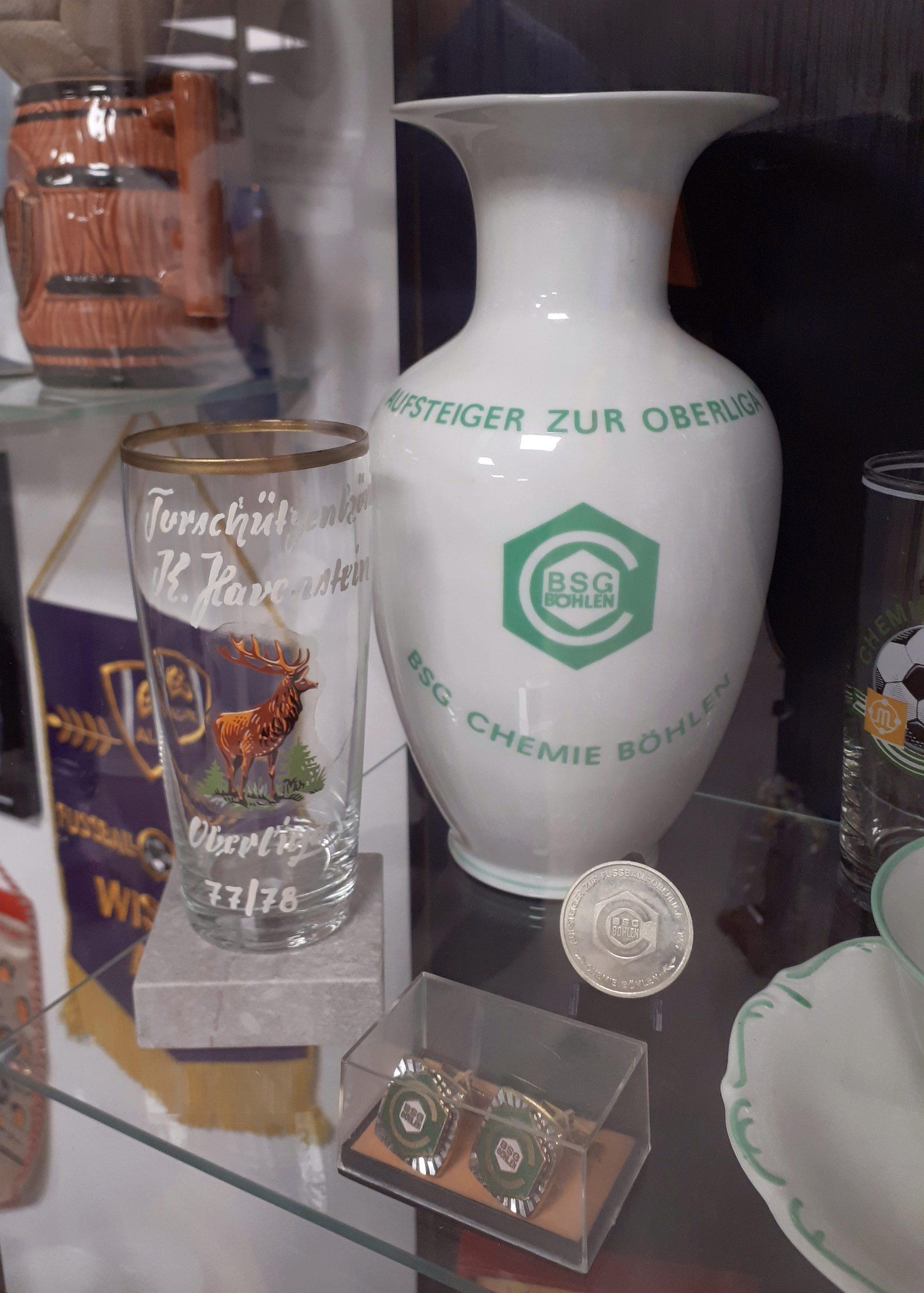 Die BSG Chemie Böhlen ist u. a. mit einer Vase im DDR-Fußball-Museum vertreten