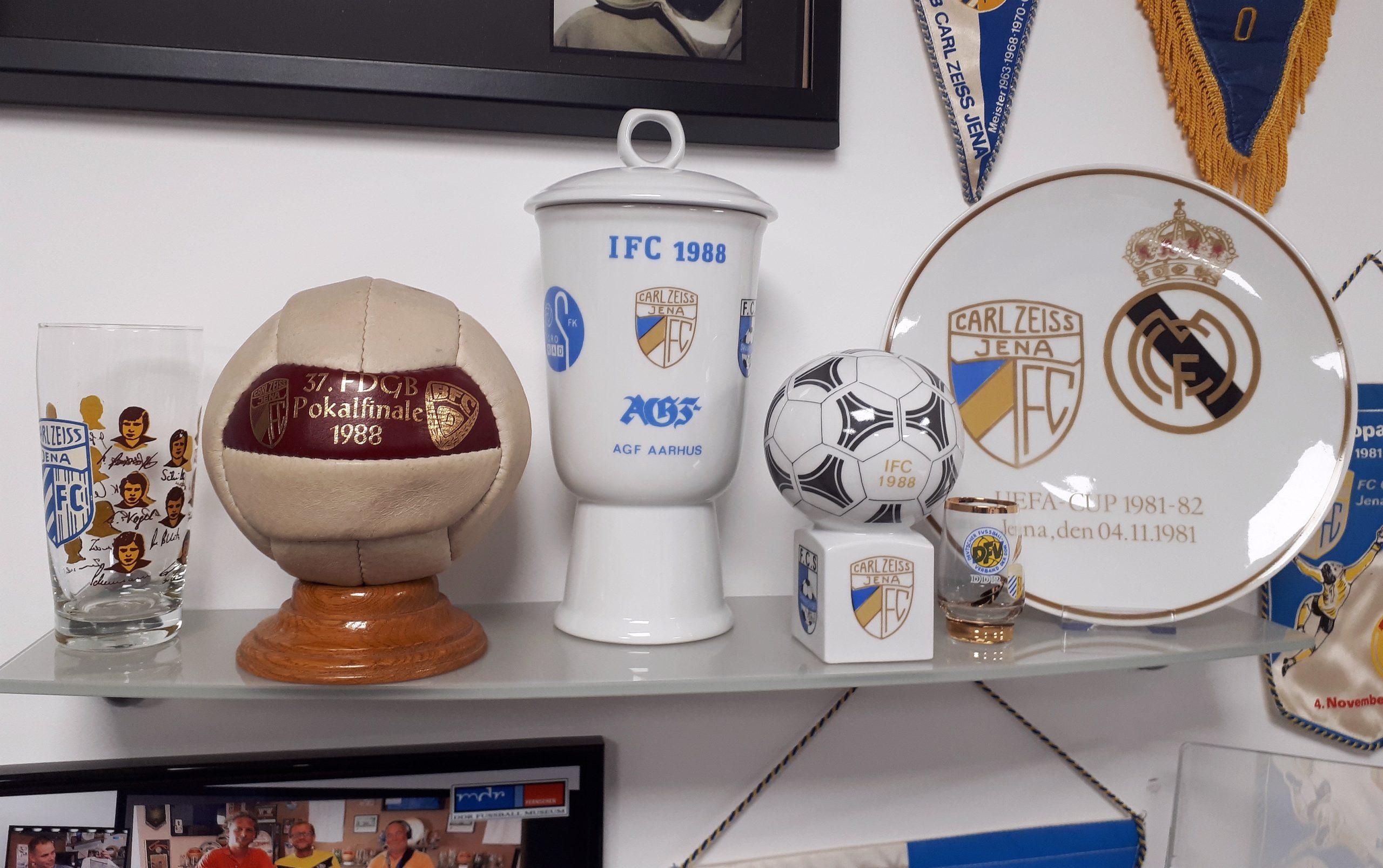 Im DDR-Fußball-Museum gibt es mehr Porzellan als auf jedem Polterabend