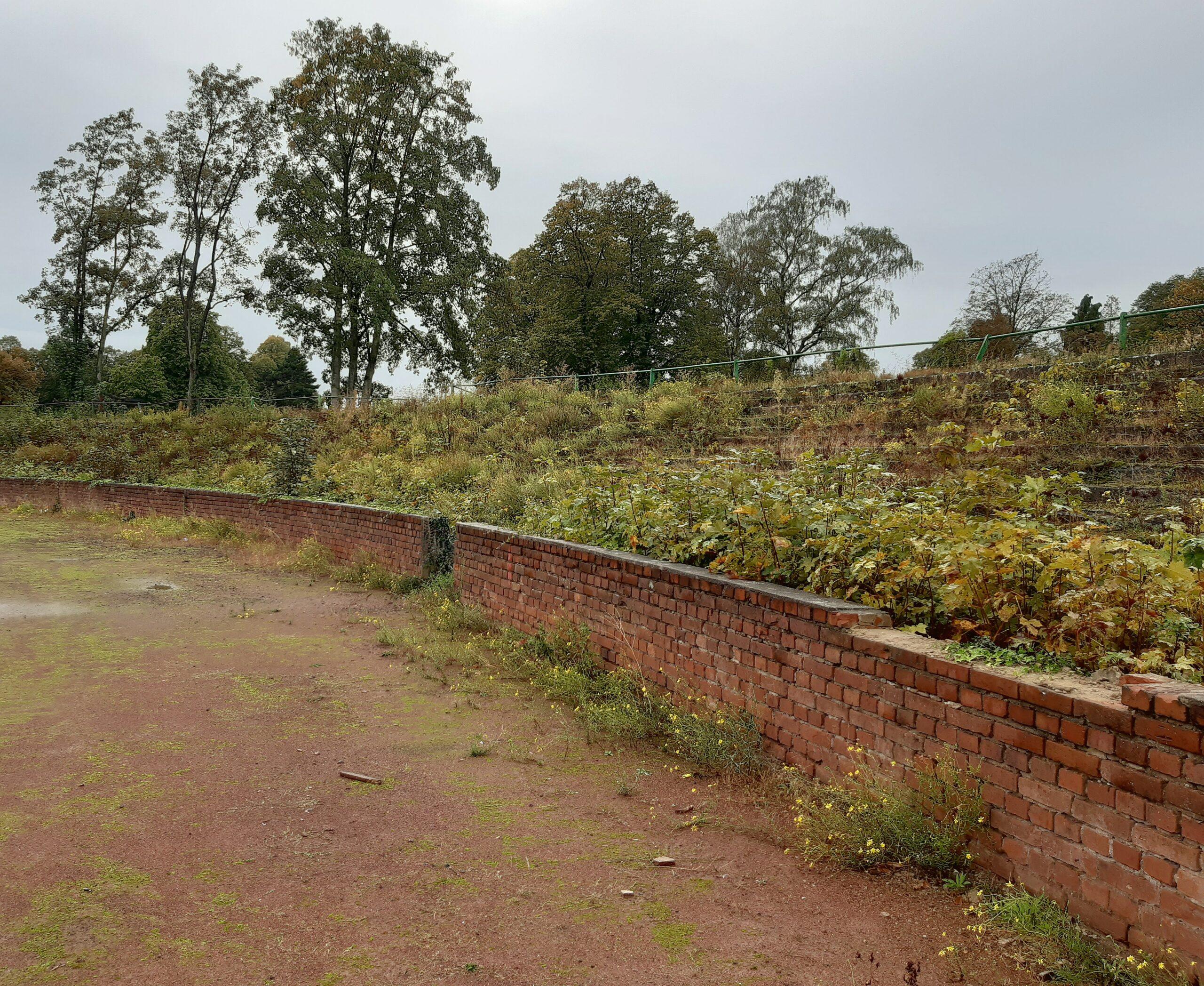 Backsteine dominieren das Rund des Rheinpreußenstadions