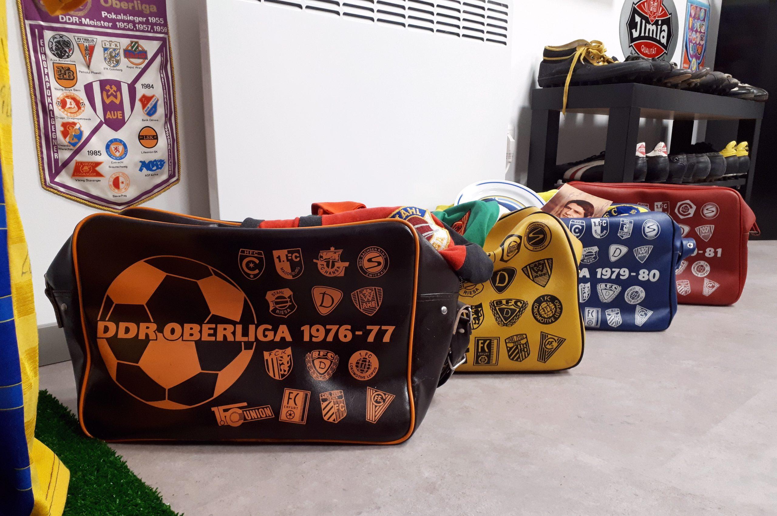 Die Sporttaschen gab es von verschiedenen Spielzeiten der DDR-Oberliga