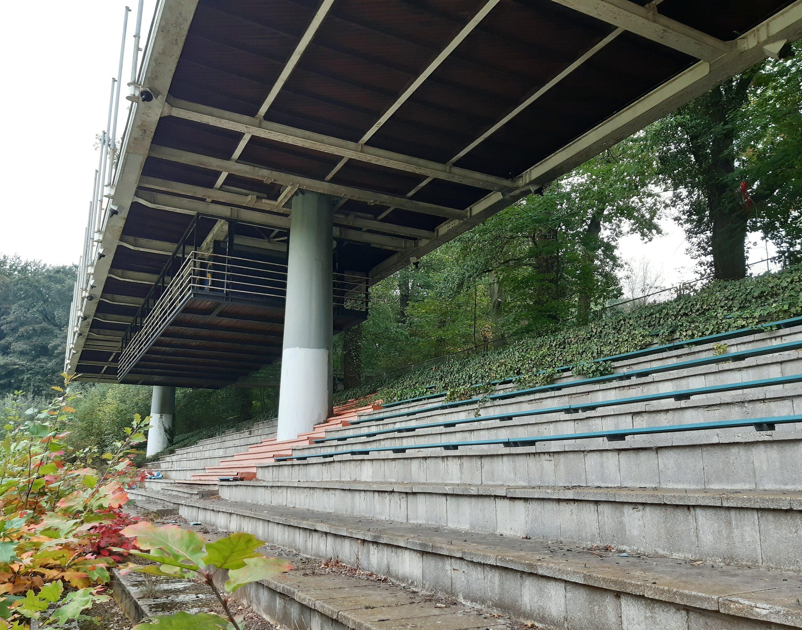 Die Haupttribüne im Jahnstadion