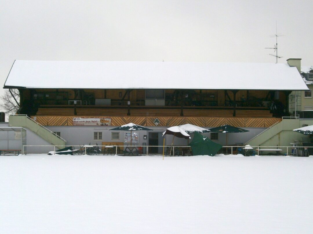 Die Tribüne im Stadion an der Magazinstraße in Fürth