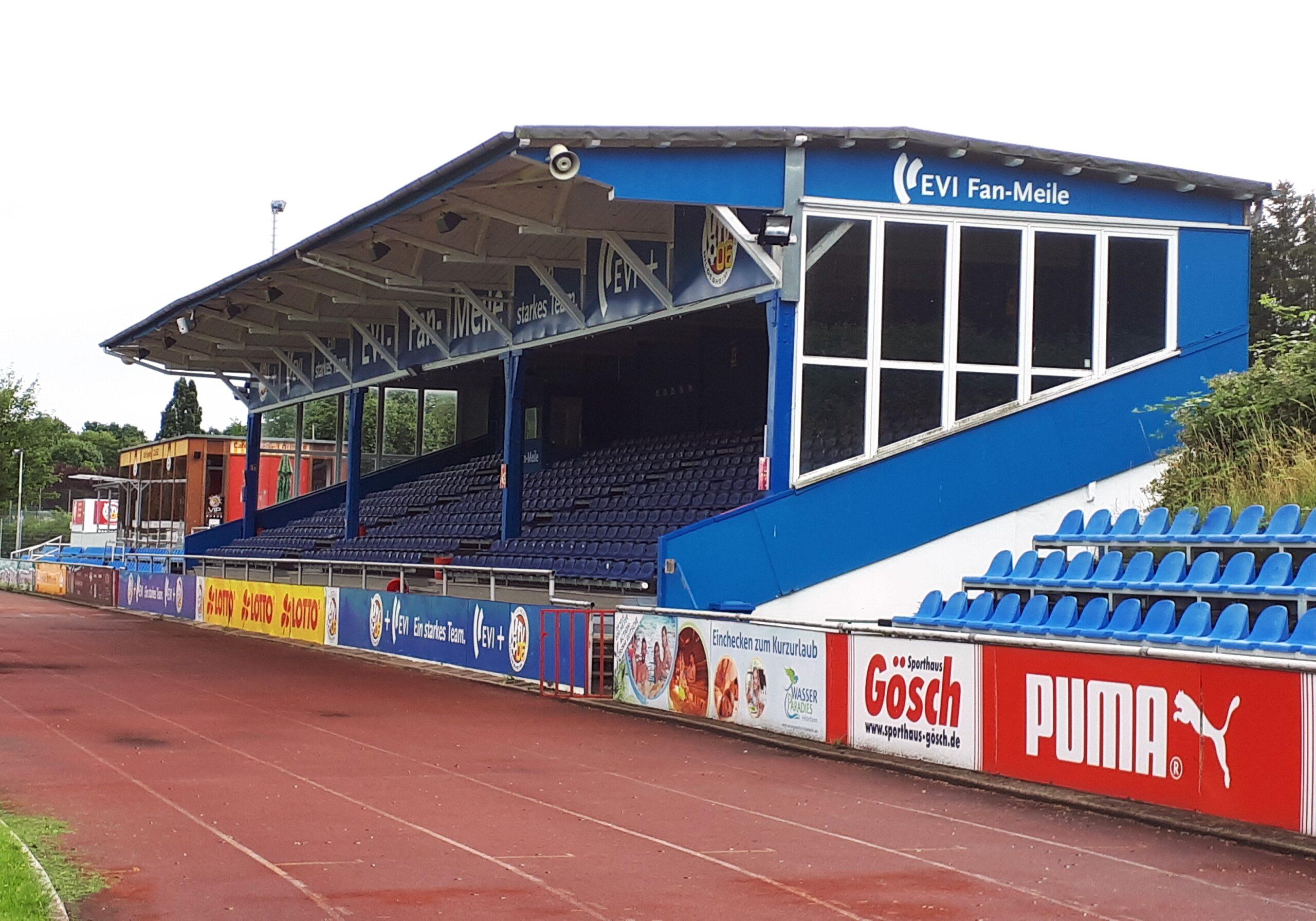 Die alte Tribüne im Friedrich-Ebert-Stadion