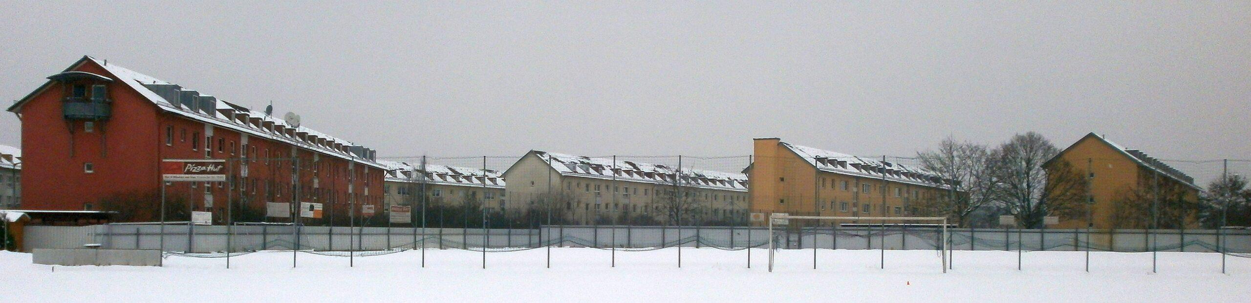Die Häuserreihen hinter dem Stadion