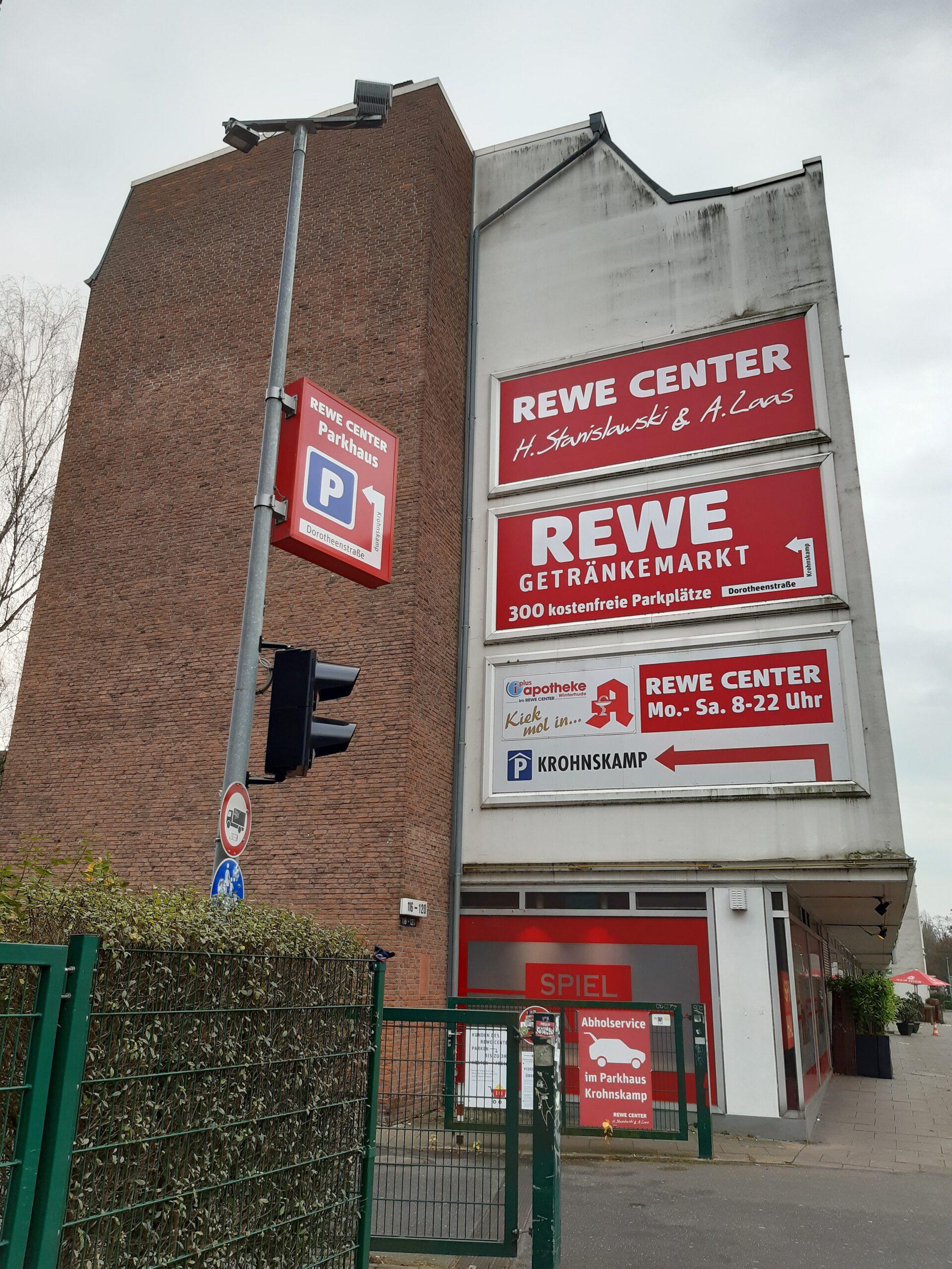 Im REWE Stanislawski parkt man besser, wenn man von der anderen Seite anreist