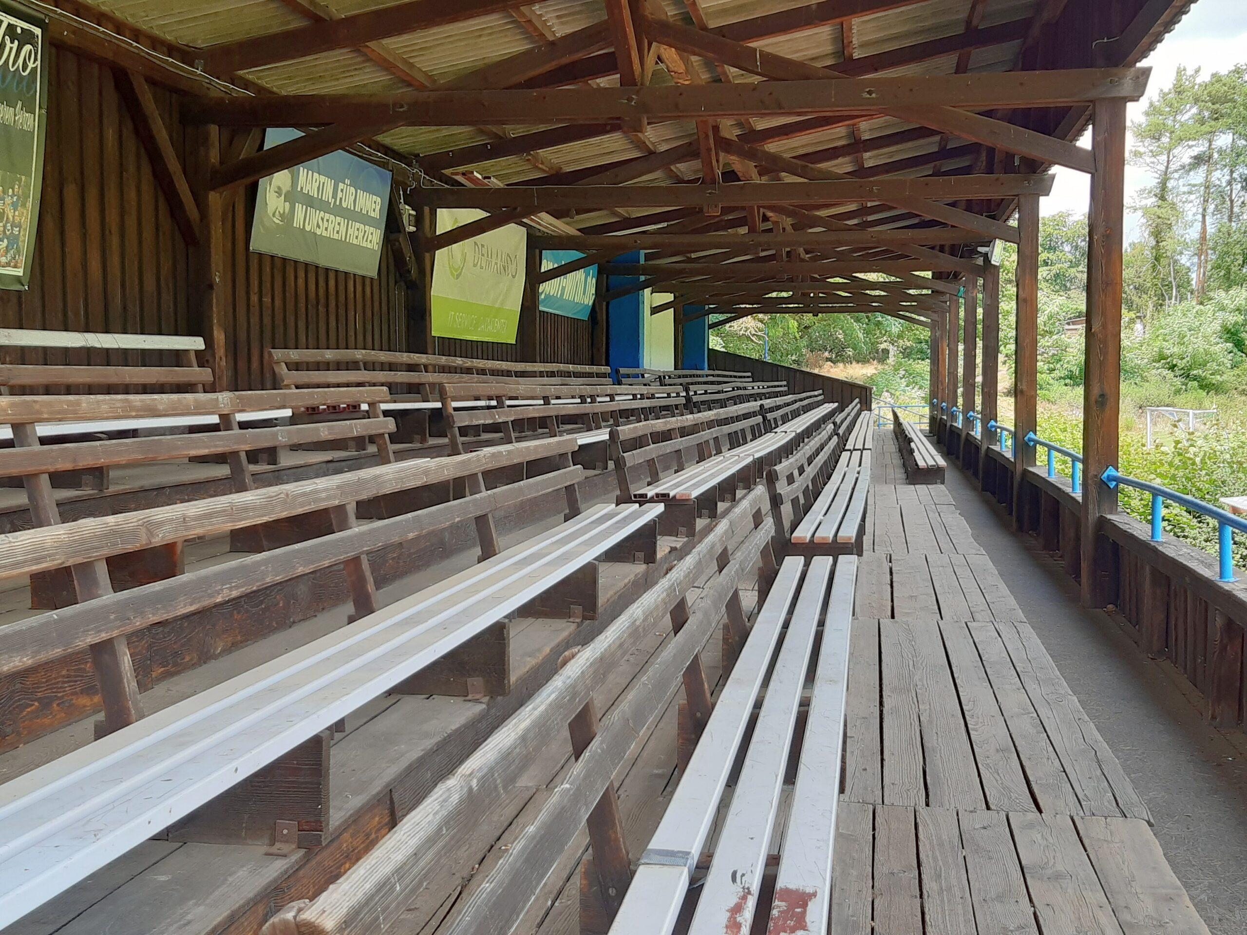Die alte Holztribüne