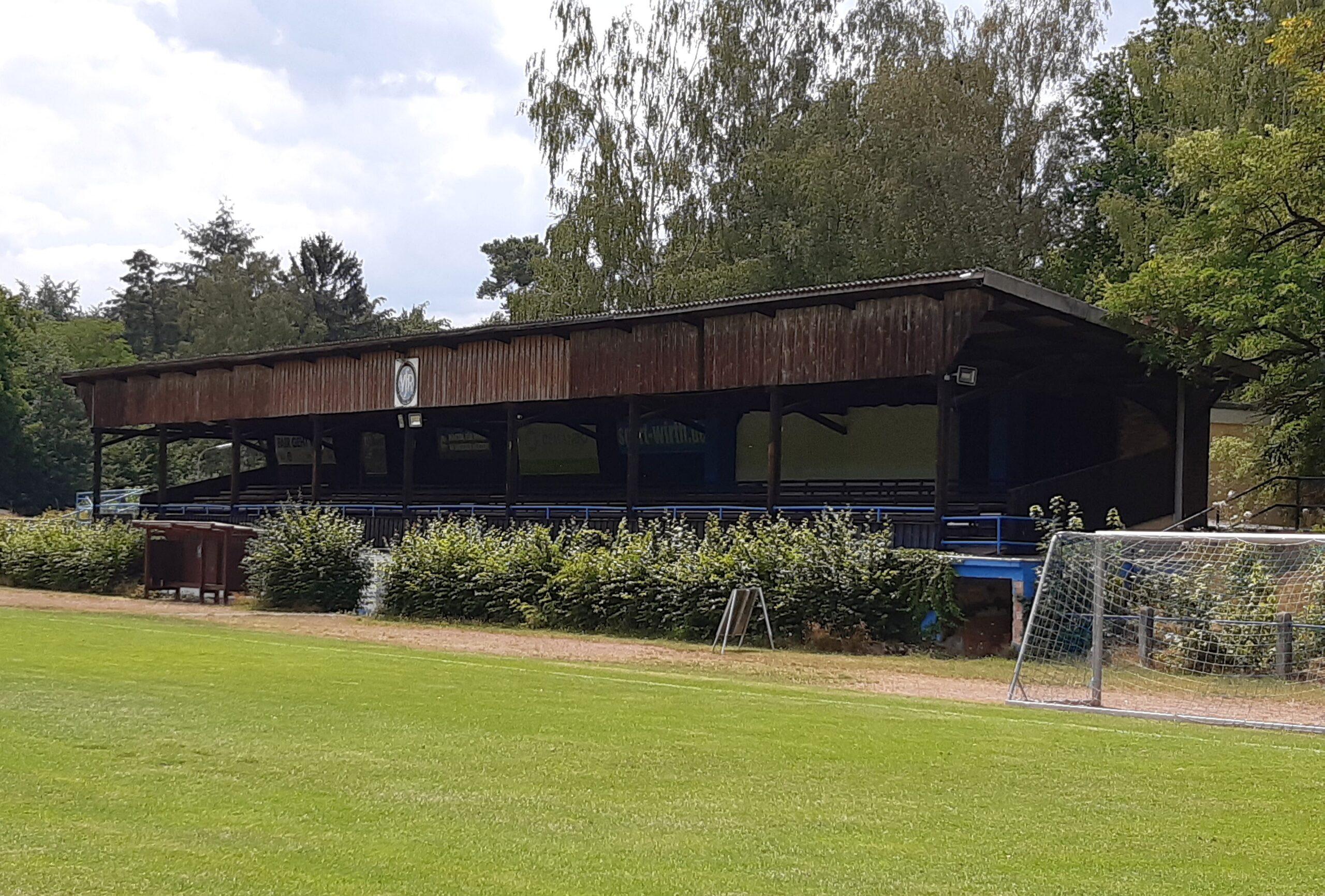 Die alte Holztribüne im Waldstadion am Erbsenberg in Kaiserslautern