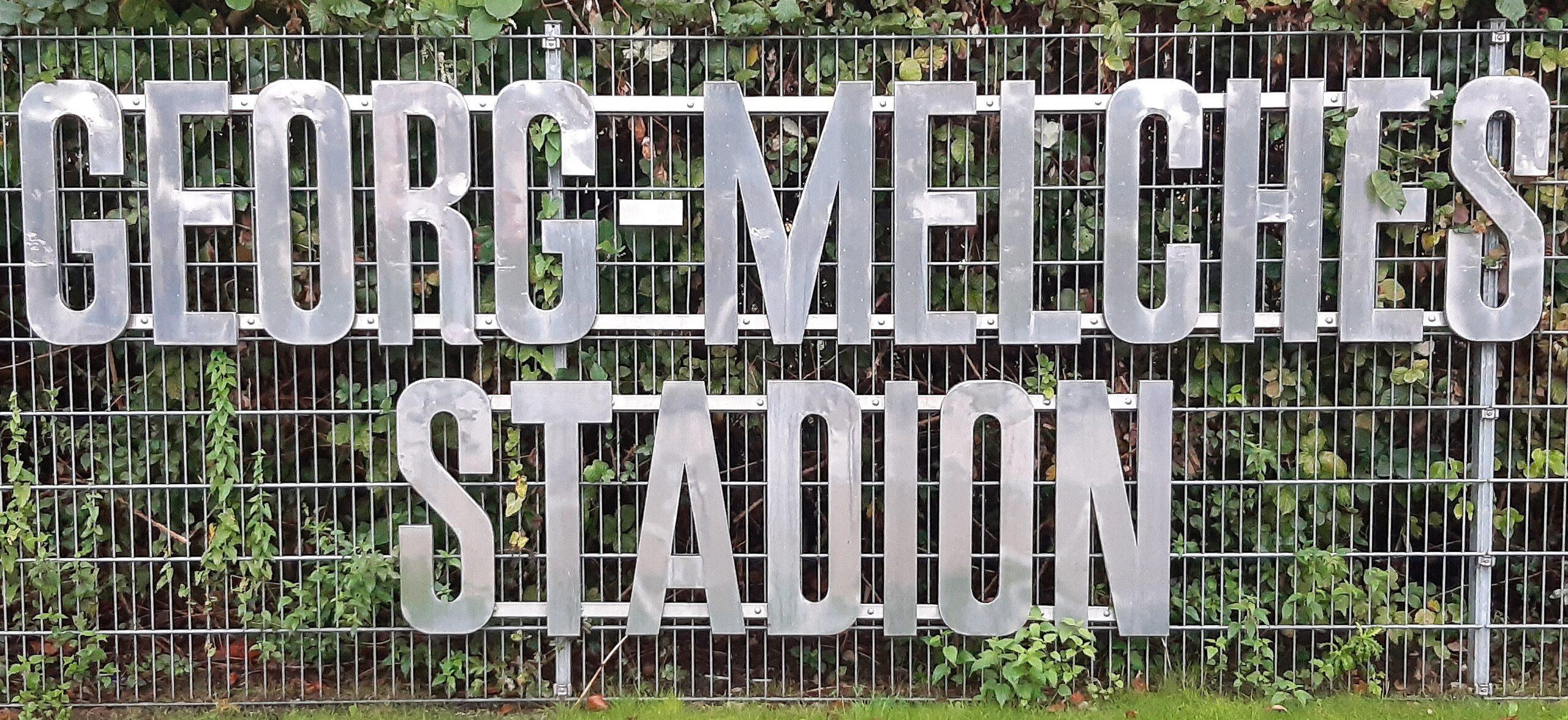 Der alte Schriftzug des Georg-Melches-Stadion