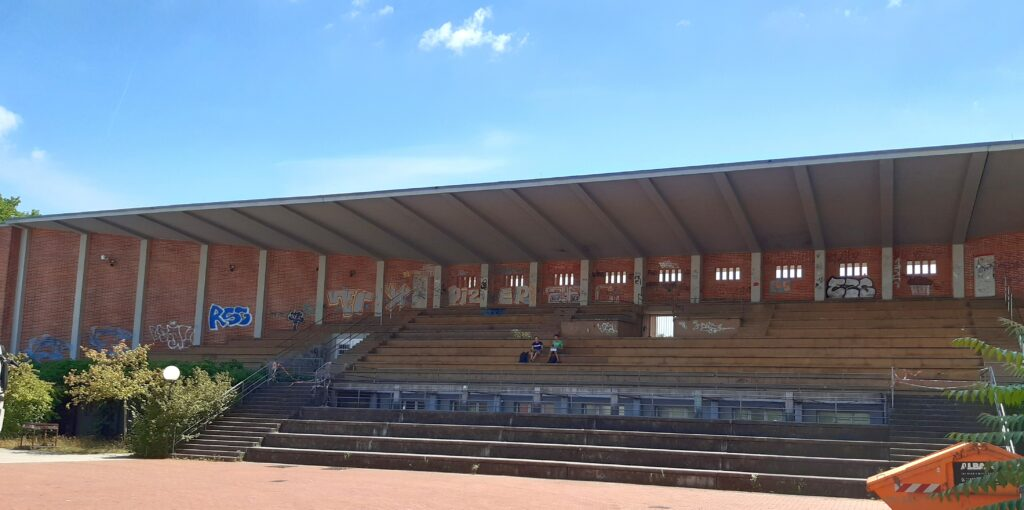 Die Tribünenseite des alten Hochschulstadions