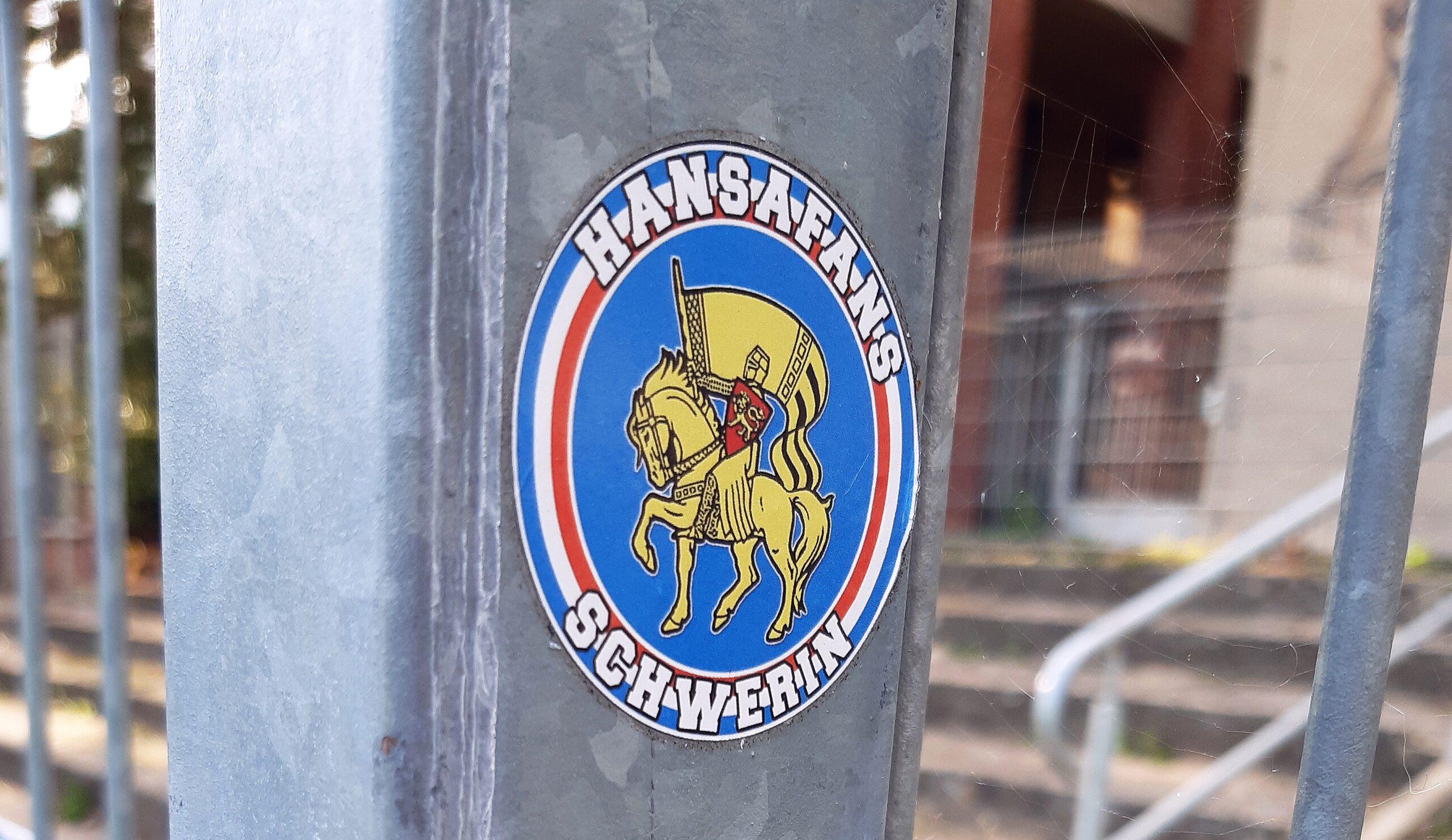 Fans von Rostock sind häufig zu Gast auf der Schweriner Paulshöhe